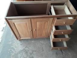 Vendo um balcão de pia de madeira novo medindo 1,20 um guarda roupa de madeira novo