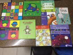 Diversos livros utilizados no colégio positivo