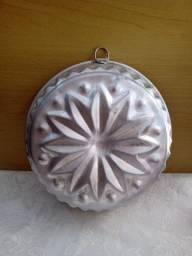 Antiga forma em alumínio