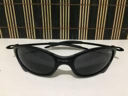(Aceito cartão) Óculos solar unissex Juliet - Lente e armação: Preta - Estilo Oakley