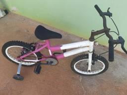 Bicicleta mais brinquedos por 149 reais