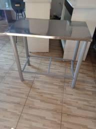 Mesa com tampo em aço inox