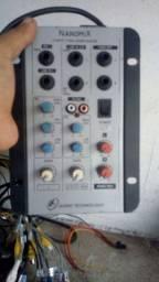 Mesa de som de 2 canais 220