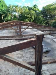 Madeira i telhas amianto usadas em perfeito estado de conservação