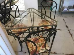 Mesa de vidro com 3 cadeiras