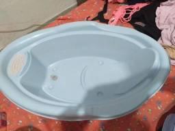 Banheira, balde e cestinho de lixo