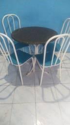 Mesa mármore com 4 cadeiras .