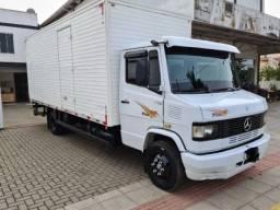 Título do anúncio: Caminhão Mercedes baú seco 710