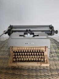 Vendo lote de itens antigos, maquina de escrever e maquinas de calcular