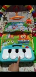 Tapete de atividades com piano