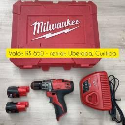 Vendo parafusadeira Milwaukee 12v com maleta, carregador e bateria.