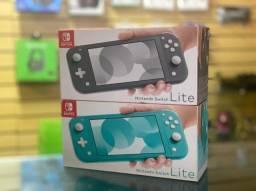 Nintendo Switch Lite lacrado - aceitamos seu game na troca - Loja física - Cartões 12x