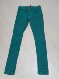 Título do anúncio: Calça verde skinny com elastano tamanho 40/42, da H & M