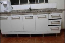 Armário de cozinha com mármore