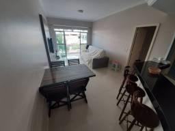 Lindo apartamento de 02 quartos de frente para a rua