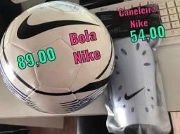 Bola de Campo e Caneleira Nike