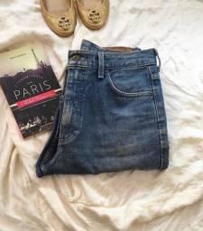 Calça jeans Lee.