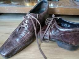 2 sapatos em couro pilica (USADO)