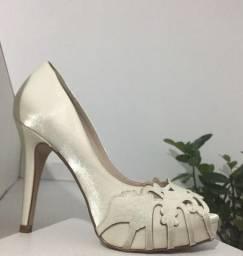 Sapato Off White (couro)