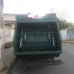 Compactador de Lixo Planalto 6m3 pra 3/4 ano 2012