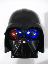 Máscara star Wars acende os olhos