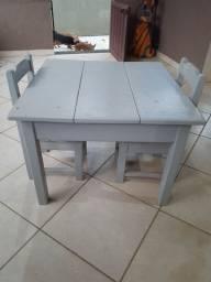 Vendo mesa + duas cadeiras, semi nova