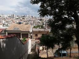 Terreno de 300 metros e com uma casa de 90 metros no Bom Pastor