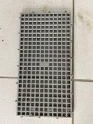 Piso Plástico 25x50cm