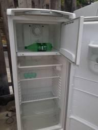 Vendo geladeira Consul frost fere gelando normal vlts 110