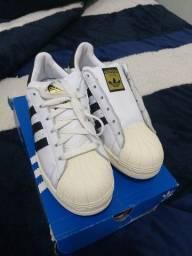 Tênis Adidas original em couro legítimo