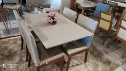 Mesa menor de madeira e acabamento laka luxo de 4 lugares