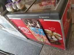 Vendo freezer. Aceito cartão
