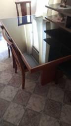 Vendo mesa de madeira com vidro temperado