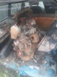 Peças e motor com baixa