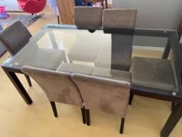 Mesa de vidro tamanho 1,80 por 1,00 de largura.