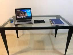 Mesa de escritório com tampo de vidro 130x75cm usada em ótimo estado