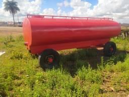 Tanque PIPA 6000 litros com pneus usados - No estado