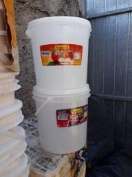 baldes 5 litros.