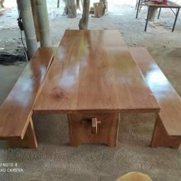 Mesas e móveis rústicos