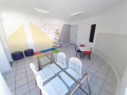 Vendo sala na Ponta Verde, ao lado da igreja São Pedro