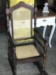 Cadeira de balanço antiga nova