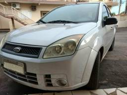 Fiesta sedan prata 2008 - 2008