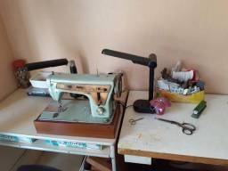 1 máquina d costura e 1 d overlock