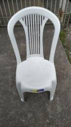 Vendo cadeira plastica modelo bistro e poltrona nova lacrada 1 ano de garantia