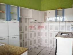 Alugo excelente casa no bairro Rio Branco em venda nova