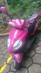 Moto Scooter Future Rosa - 2016