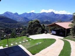 Charmosa casa de campo com vista para as montanhas