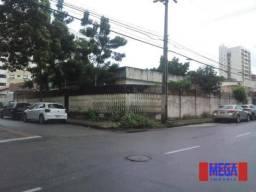 Casa comercial de esquina no bairro Dionísio Torres