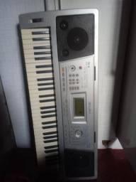 Vende um teclado  100 reais