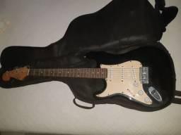 Guitarra CANHOTA .